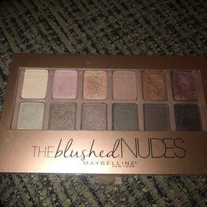 Blushed Nudes Maybelline palette